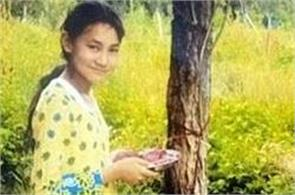 10 years from this daughter is binding this tree to rakhi