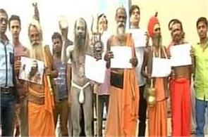 varanasi  demands for ram rahim  s death sentence awarded to sadhus
