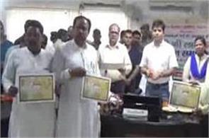 rakshabandhar brothers give gift toilets sister
