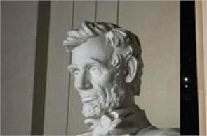 lincoln memorial defaced with red spray paint