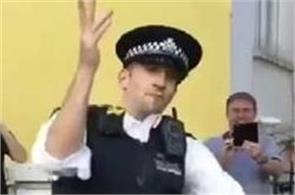 the police officer dance won the hearts of the people