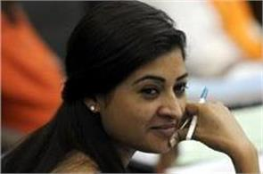 alka lamba caught in controversy by sharing fake surveys