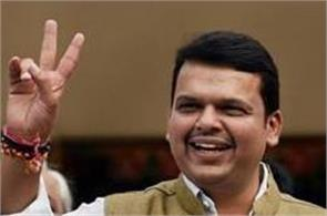 fadnavis government again surrounded by corruption charges