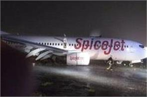 spicejet plane slips due to mud on runway of mumbai airport