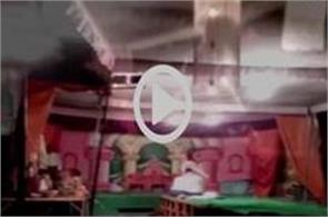 viral dancing in the temple  viral video on social media