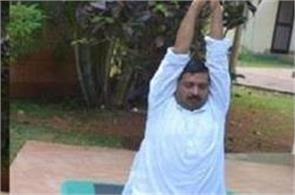 kejriwal leaves for meditation