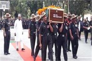the martyr s youngest rajesh khatri the last salute in varanasi