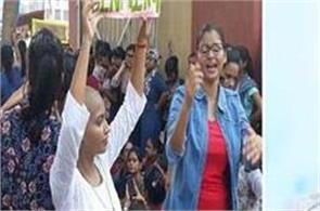 girls exhibition continues at bhu singh gate between mamdi daier