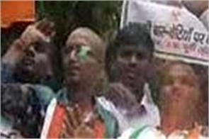congress ruckus after bhu incident pm s statue burnt out of bjp mp s house