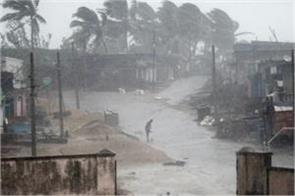 cyclone titli 10 deaths in andhra weakening storm in bengal