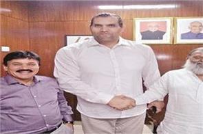 great khali meets sports minister vij