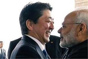 pm modi received by japan prime minister shinzo abe at hotel