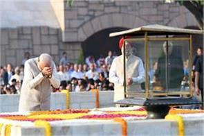 mahatma gandhi s 150th birth anniversary pm modi arrives at rajghat