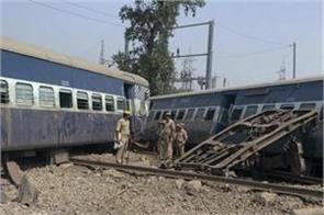 up 6 bogies of new farakka express derailed in rae bareli