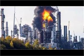 explosion and fire at canada s largest oil refinery
