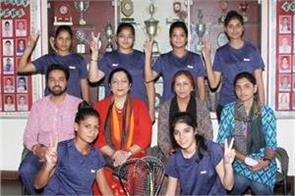 squash racquet team of kmv college won the university championship