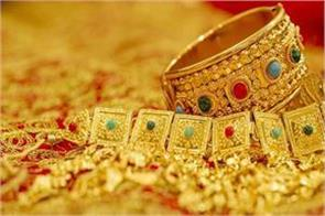 gold hits year s high of rs 32 500 on festive buying global cues