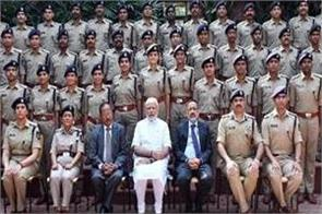 pm modi interacts with ips probationers of 2017