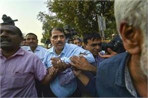 suspended devendra kumar in cbi bribe case