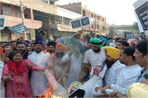 amritsar incident akali bjp workers landed on the roads for sidhu resignation