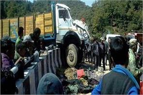 6 dead 17 wounded in road accident in nepal