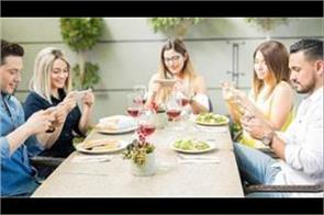 college students love to have more smartphone than food