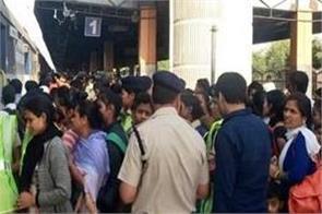 heavy crowd in trains for chhath festival