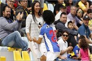 venezuela striker eduard bello proposing to girlfriend after goal viral video