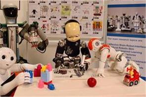micro 2 robot launch for kids specializes in identifying mood