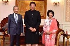 malaysian first lady asks pm imran if she could hold his hand
