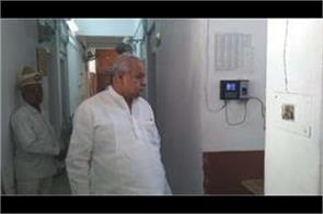 cabinet minister satyadev pachauri did surprise inspection