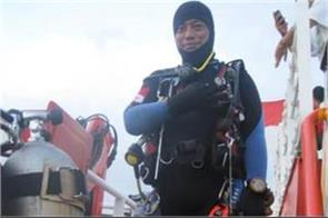 indonesian plane crash diver killed during search operation