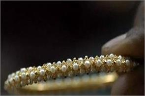 gold rises by rs 80 on jewellers  buying