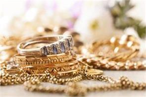 gold dips on low demand global cues