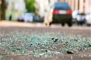 mau uncontrollable car climbs on road side people 3 killed