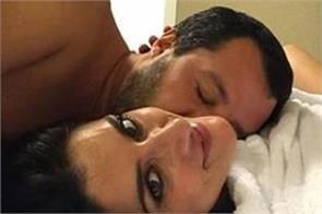 italian deputy pm s gf bids him goodbye with bedside selfie