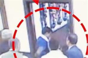 delhi arvind kejriwal assault police