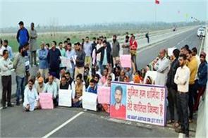 mla and people sitting on strike before the inauguration of bridge