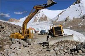 the world s first road to pass through glacier will be built in ladakh