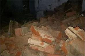 the roof of the living room fall and couple died