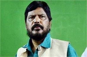 union minister ramdas athawale slaps the stage on the stage
