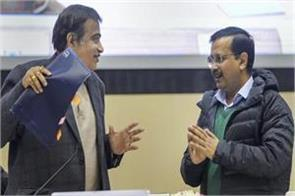 during the speech of kejriwal some people started coughing