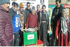 kvic distributed electric pottery machines to leh potters