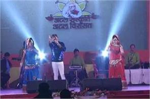 lucknow pawan singh bhojpuri stage show in lucknow mahotsav