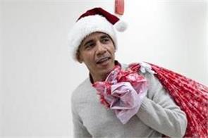 barack obama pays visit to d c children s hospital as santa