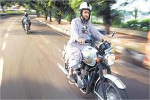 owaisi arrived on a bike to meet kcr