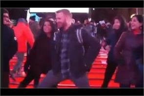 fans dancing to  aankh marey  song at new york time square