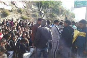 angry students put jammed on badrinath highway
