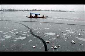 dal lake freeze in kashmir