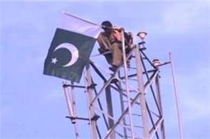man climbs mobile tower in pakistan demands pm post